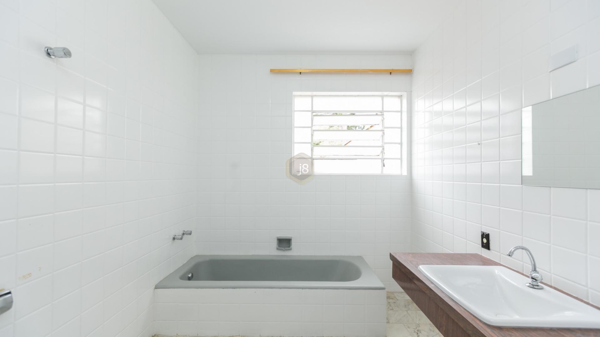 Casa de 6 dormitórios em Batel, Curitiba - PR