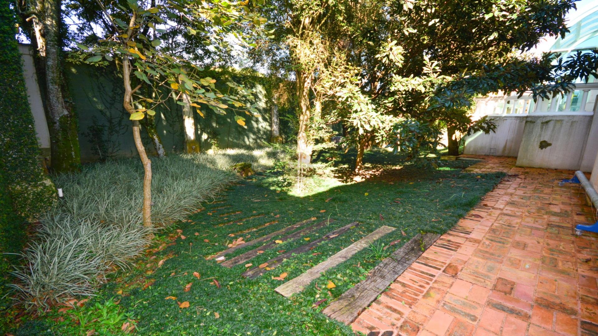 Casa de 1 dormitório em Batel, Curitiba - PR