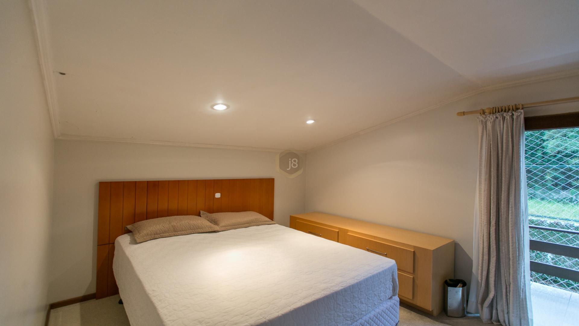 Casa de 4 dormitórios à venda em Ahú, Curitiba - PR