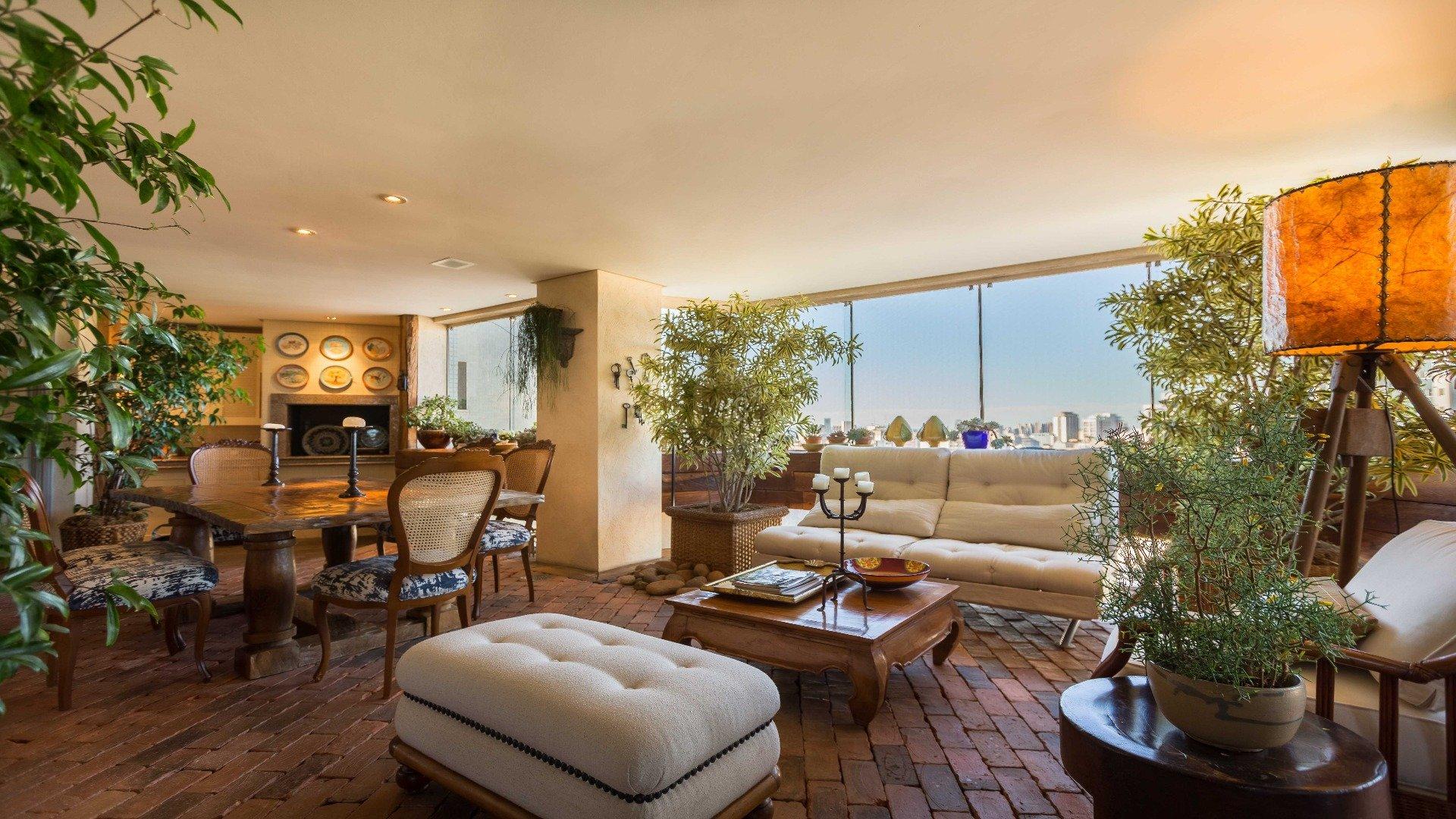 Foto de destaque Apartamento com ares de casa e 4 vagas no batel!!!