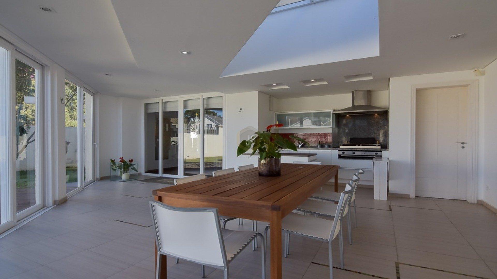 Foto de destaque Oportunidade!! casa em condomínio com amplo jardim!