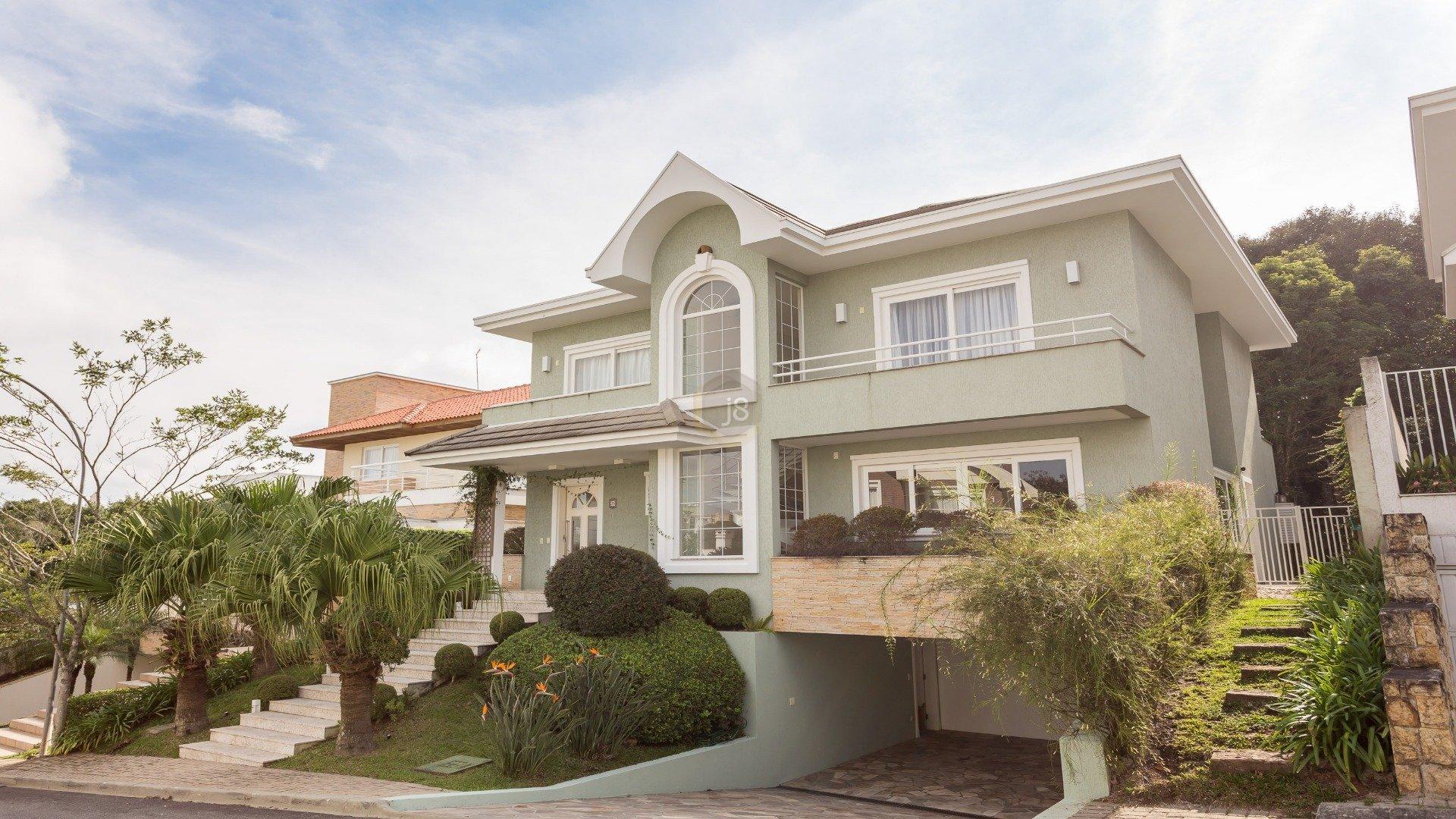 Foto de destaque Aconchegante casa com um belo terreno e pomar dentro de condomínio!