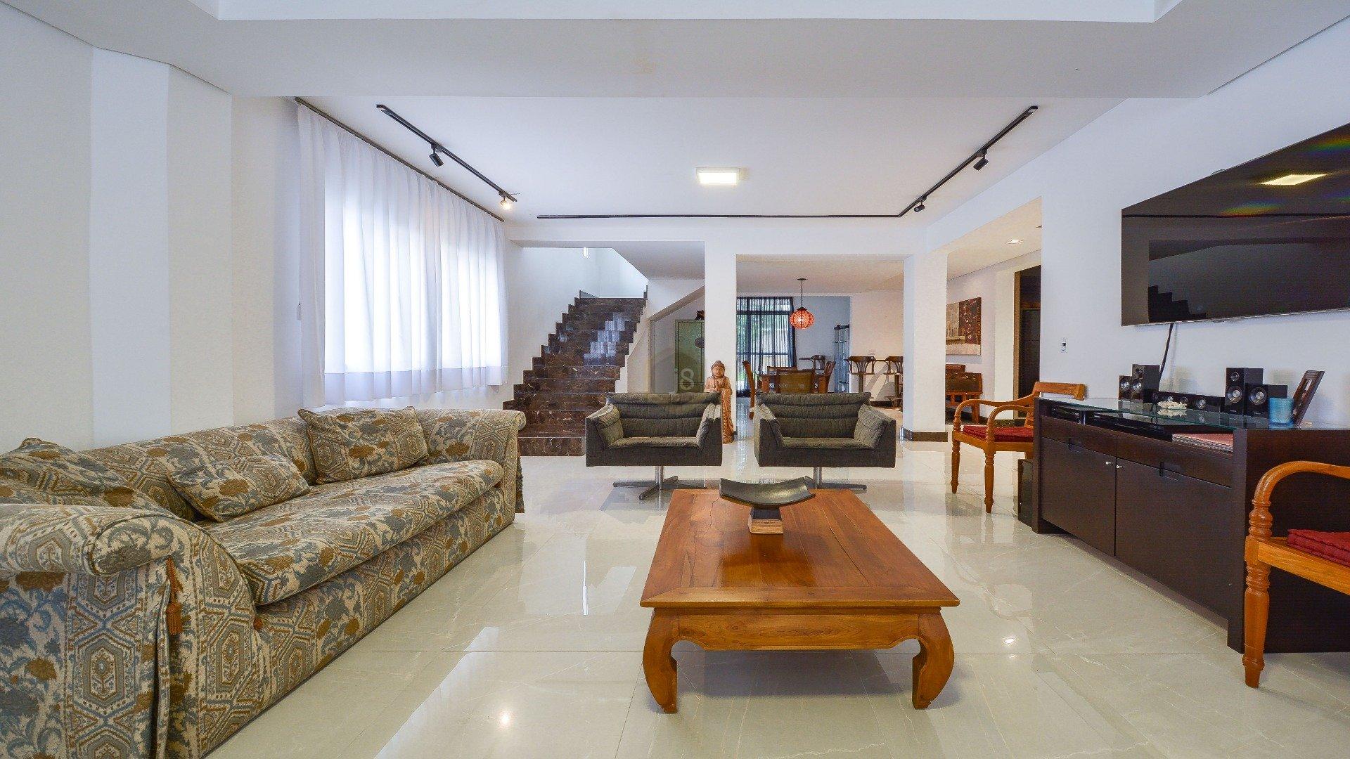 Foto de destaque Casa espaçosa em condomínio com ambientes integrados