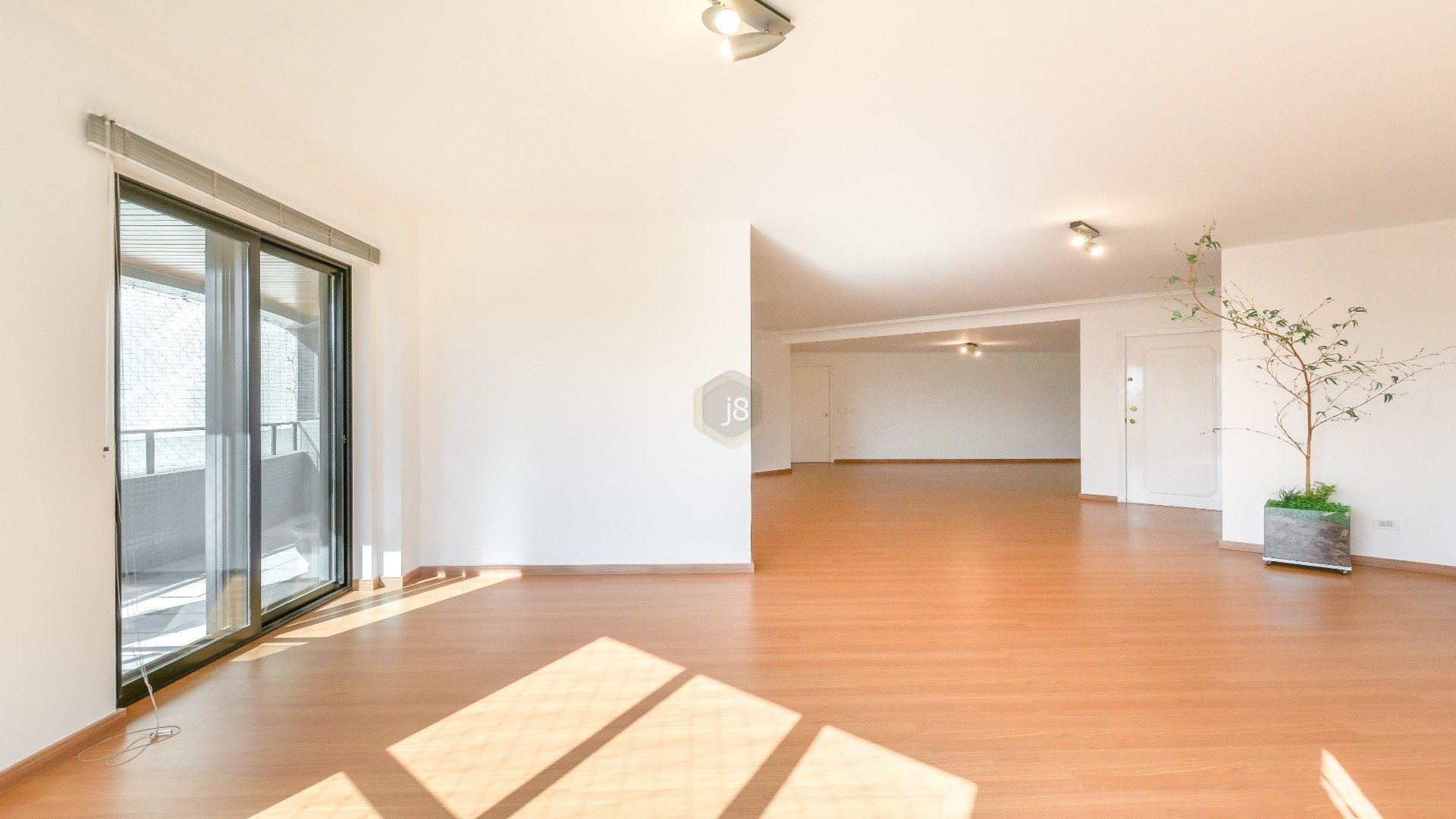Foto de destaque Praticidade e exclusividade, apartamento 1 por andar no batel !