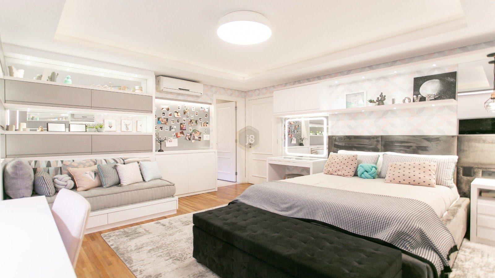quarto de adolescente com almofadas coloridas e decoração divertida